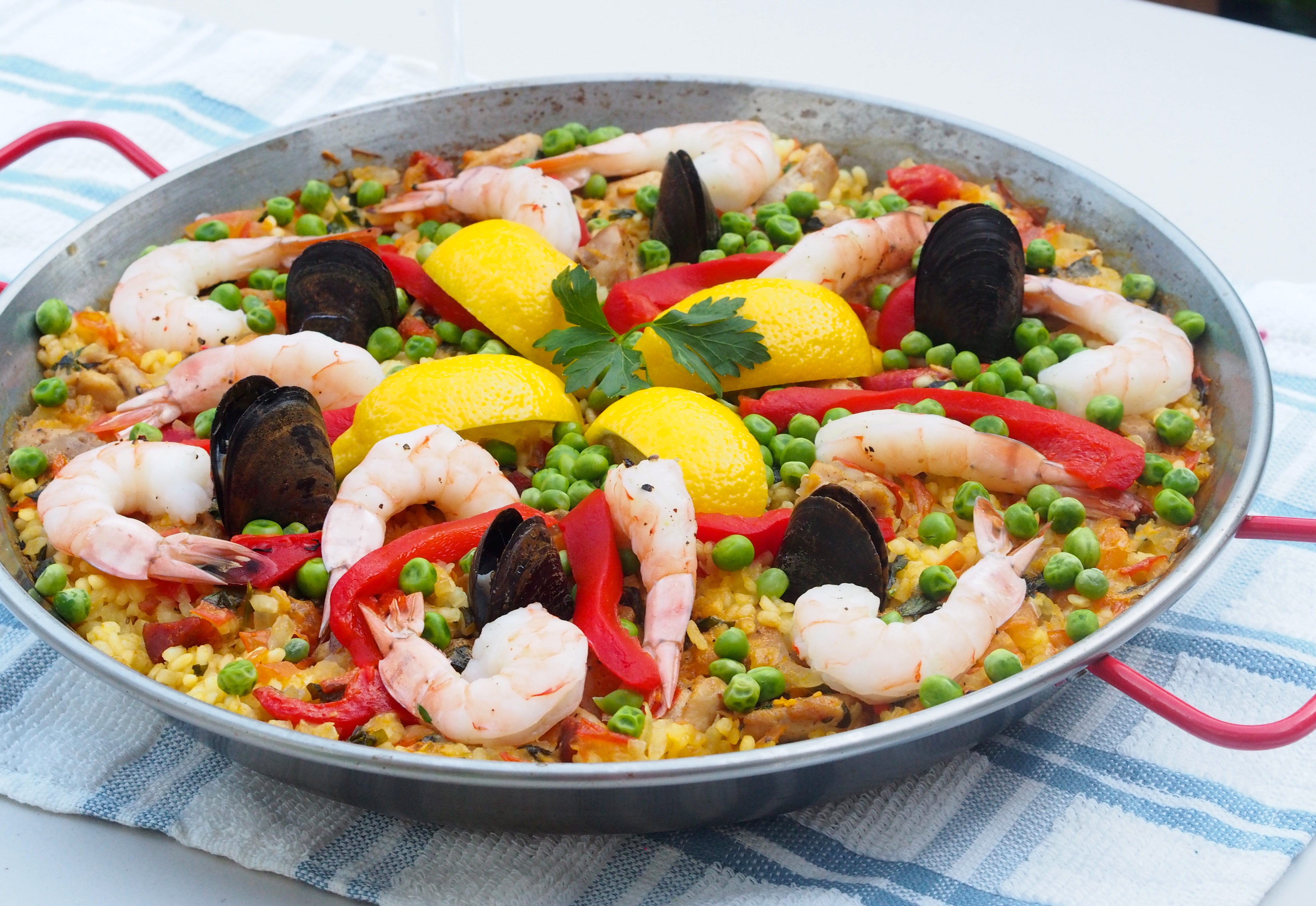 paella valenciana not your average college food. Black Bedroom Furniture Sets. Home Design Ideas